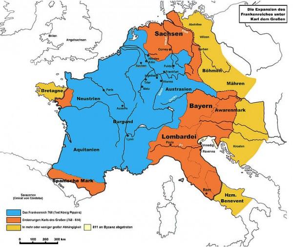 """Franská ríša v dobe rozmachu (768 - 811) podobná Európskej únii bez Británie. Ríšu Karola Veľkého mnohí považujú za predchodcu, ba až kultúrny vzor Európskej únie. Karolova ruka bola tvrdá. Začal aj vyhladzovanie Polabských Slovanov. Potom sa obnovili výboje znovu aj smerom na Moravu – Slovensko a výboje Rádu nemeckých ritierov (tauténskych jazdcov) smerovali na """"pohanské"""" Pobaltie, ktoré bolo nakoniec krížovými výpravami dobité. Túto os neskôr napodobnilo hitlerovské Nemecko. (Zdroj: http://mistr-bucket.sdeluje.cz/217-francka-rise.html)"""
